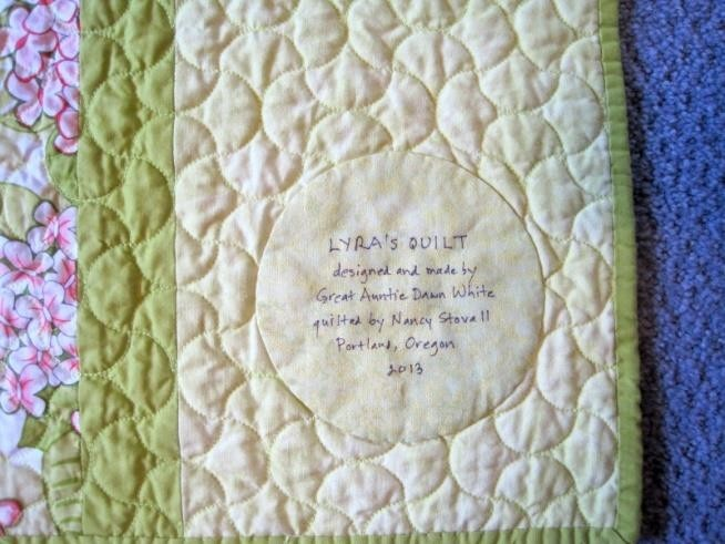 Engraving messages of love in the baby quilt
